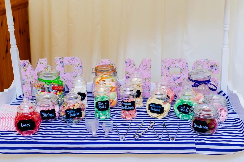 Candy bar – must have dla każdego przyjęcia weselnego.