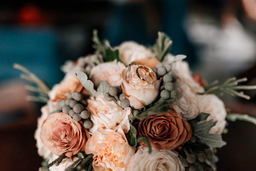 Kwiaty ślubne to element planowania i koordynacji wesela