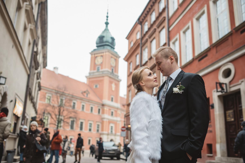Zdjécie lubne pary modej na starym miecie w Warszawie